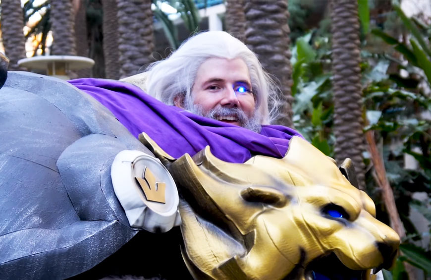 hoku props in reinhardt suit at twitchcon